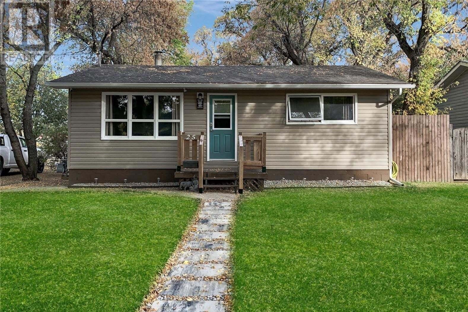 House for sale at 25 11th Ave SE Swift Current Saskatchewan - MLS: SK828135