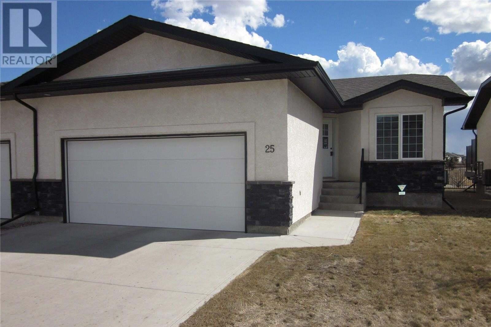 Townhouse for sale at 4640 Harbour Landing Dr Unit 25 Regina Saskatchewan - MLS: SK808669
