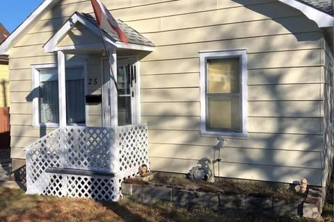 House for sale at 25 4th Ave Se Weyburn Saskatchewan - MLS: SK772974