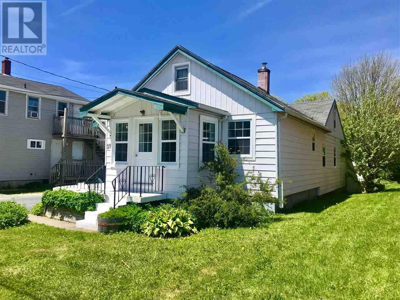 Home for sale at 25 Albro Lake Rd Dartmouth Nova Scotia - MLS: 201918246