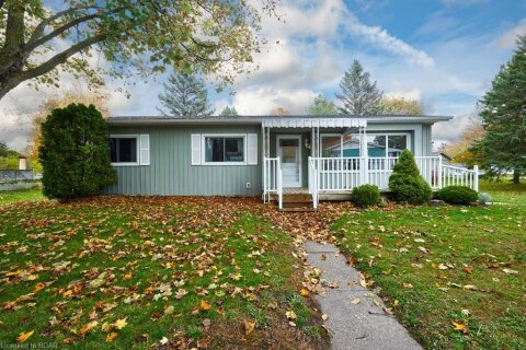 Home for sale at 25 Broadway Ave Innisfil Ontario - MLS: 40037594