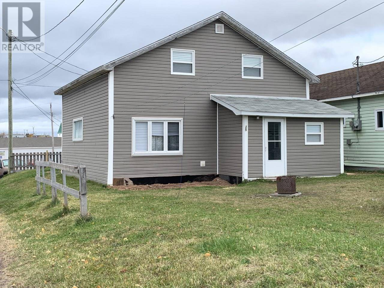 House for sale at 25 Circular Rd Botwood Newfoundland - MLS: 1205655