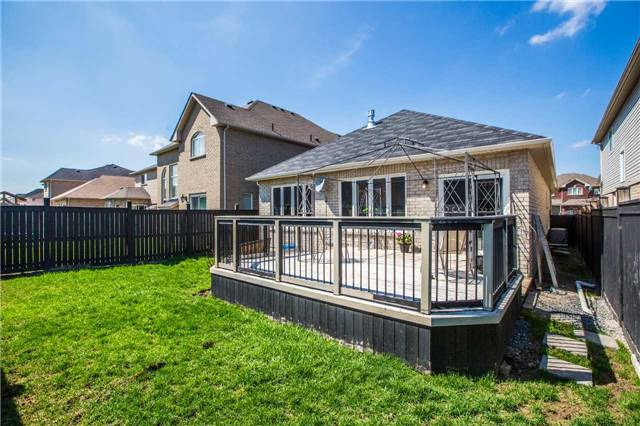 For Sale: 25 Connaught Lane, Barrie, ON | 2 Bed, 2 Bath House for $559,000. See 12 photos!