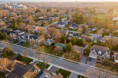 House for sale at 250 Jones St Oakville Ontario - MLS: W4997338