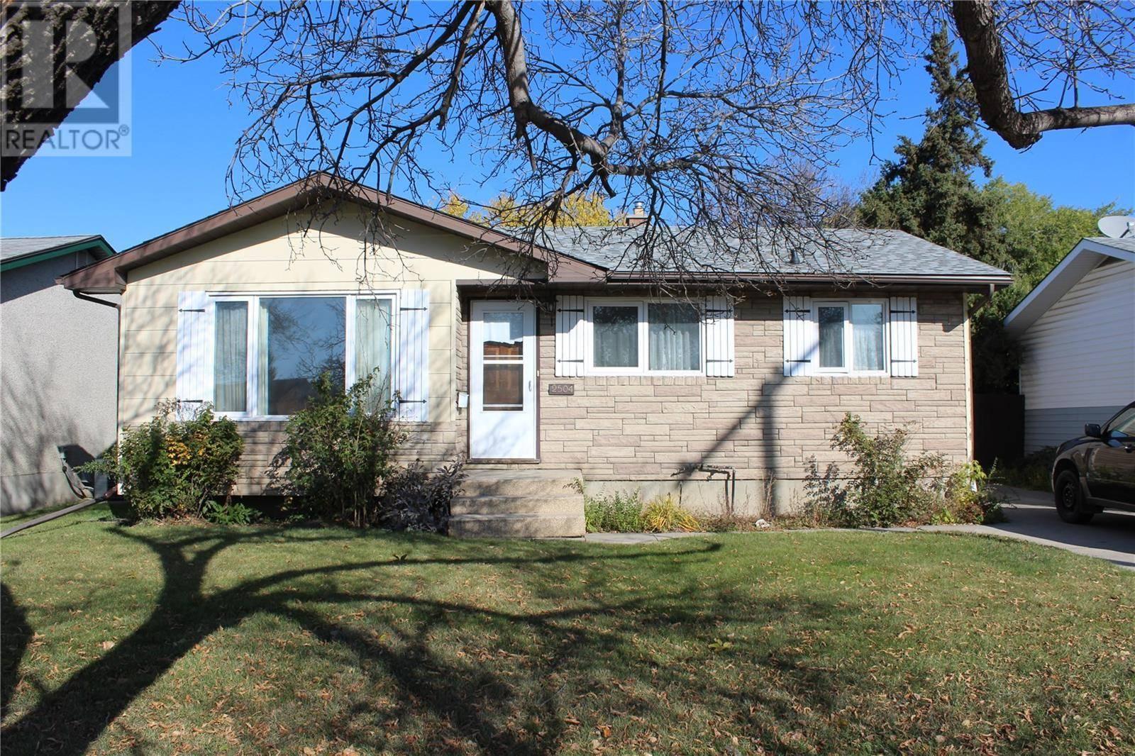 House for sale at 2504 33rd St W Saskatoon Saskatchewan - MLS: SK788502