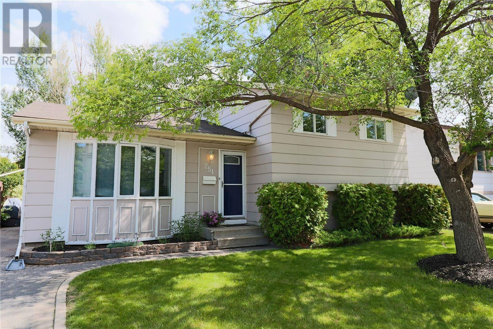 House for sale at 251 Weyakwin Dr Saskatoon Saskatchewan - MLS: SK779182