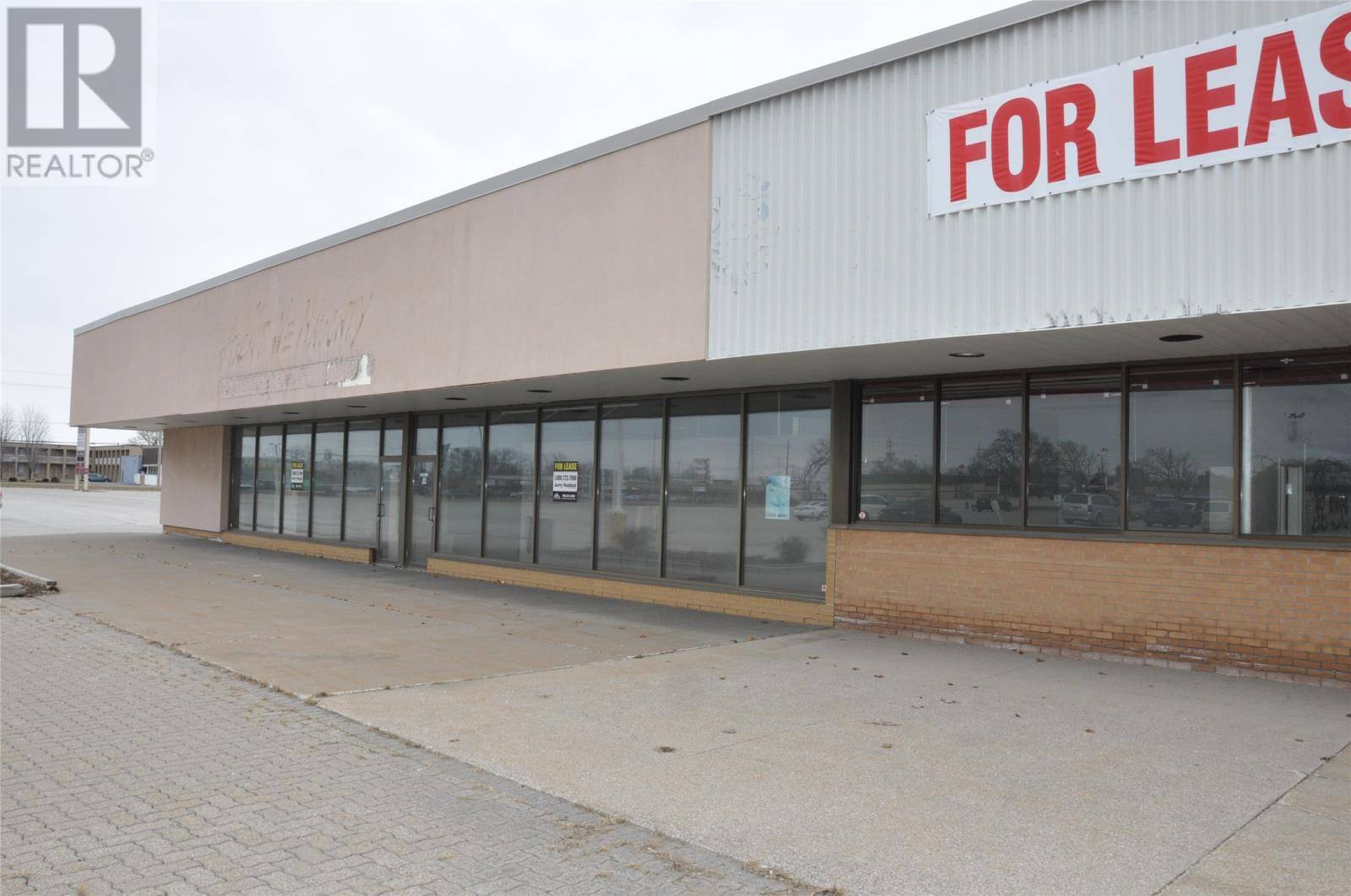 Commercial property for lease at 2515 Dougall  Windsor Ontario - MLS: 19016430