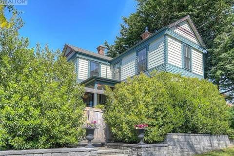 House for sale at 252 Memorial Cres Victoria British Columbia - MLS: 410532