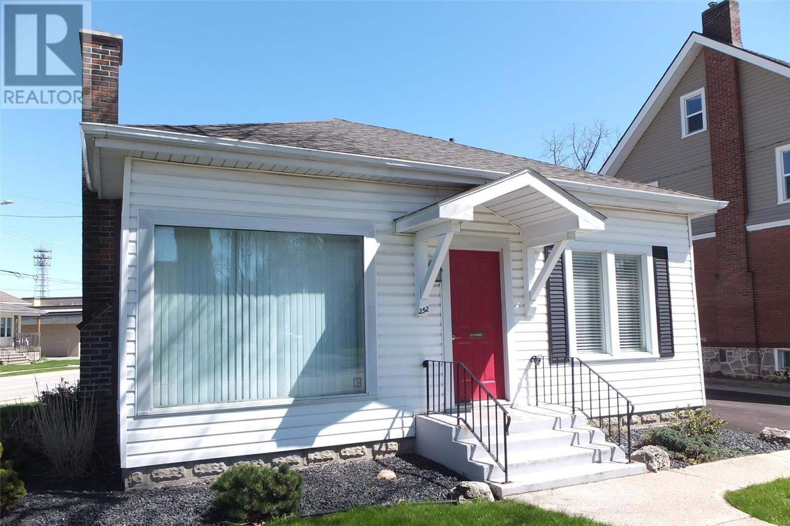 Commercial property for sale at 252 Wellington St West Chatham Ontario - MLS: 20001793