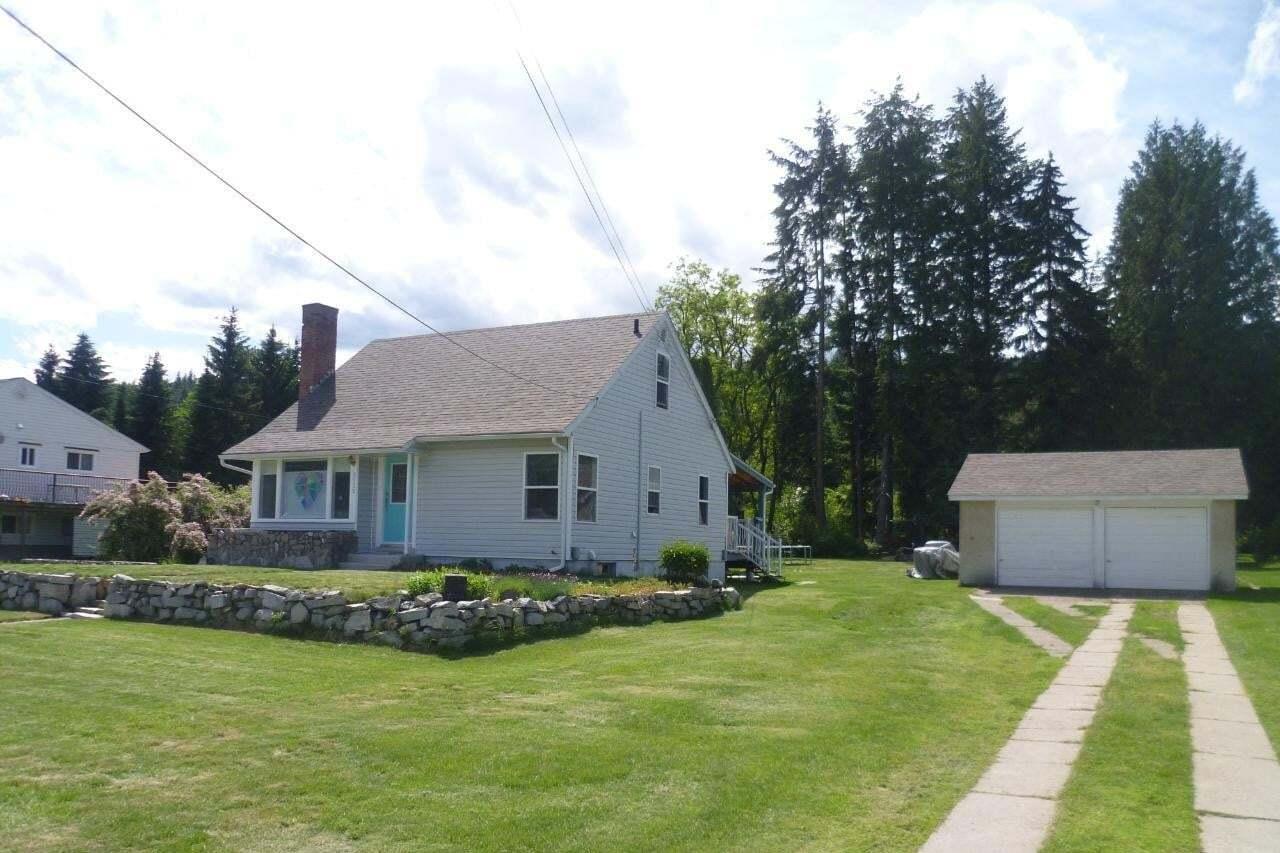House for sale at 2520 6th Avenue  Castlegar British Columbia - MLS: 2452324