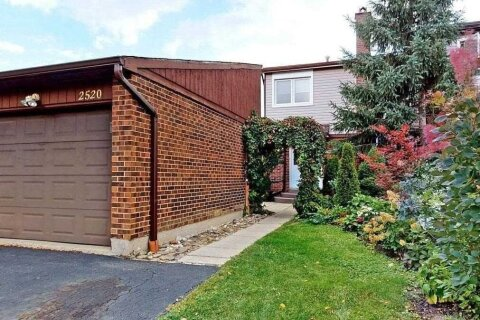 Townhouse for sale at 2520 Mainroyal St Mississauga Ontario - MLS: W4931954