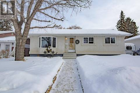 House for sale at 2521 York Ave Saskatoon Saskatchewan - MLS: SK798758