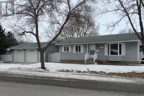 House for sale at 2522 Hall Ave Regina Saskatchewan - MLS: SK799963