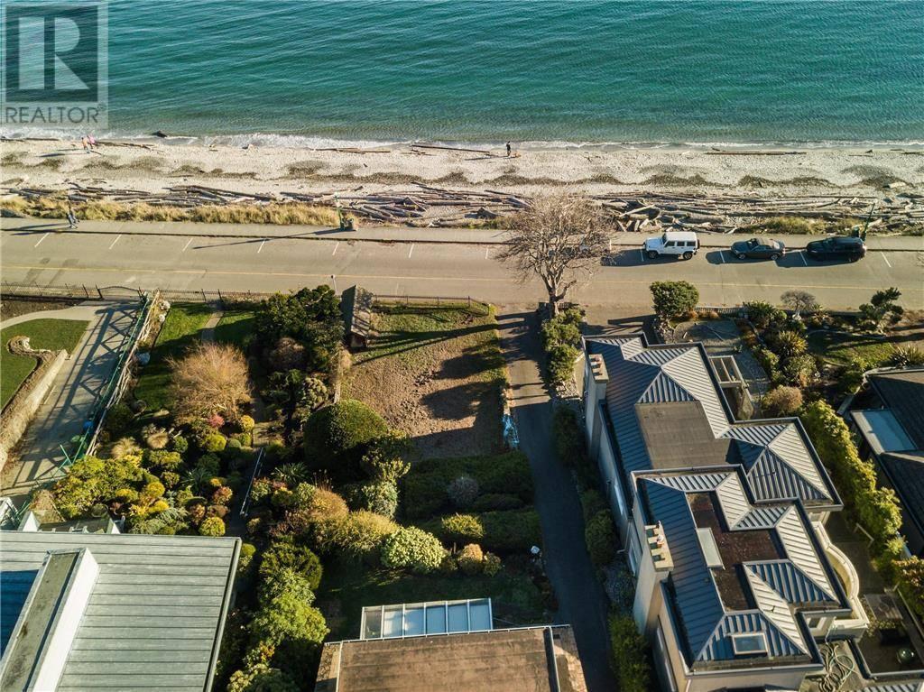 House for sale at  2560 Esplanade Victoria British Columbia - MLS: 421346