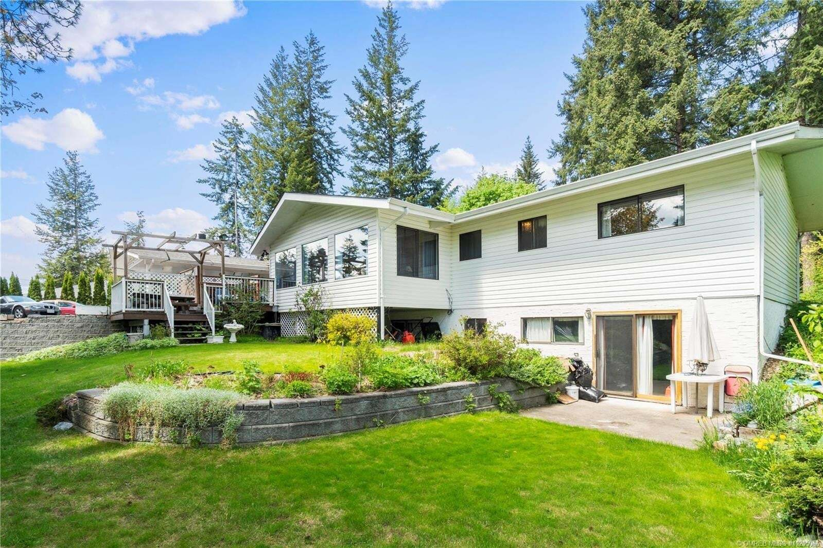 House for sale at 2561 Auto Rd Southeast Salmon Arm British Columbia - MLS: 10205066