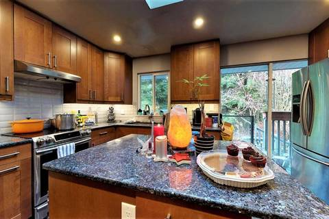 2565 Hyannis Point, North Vancouver   Image 2