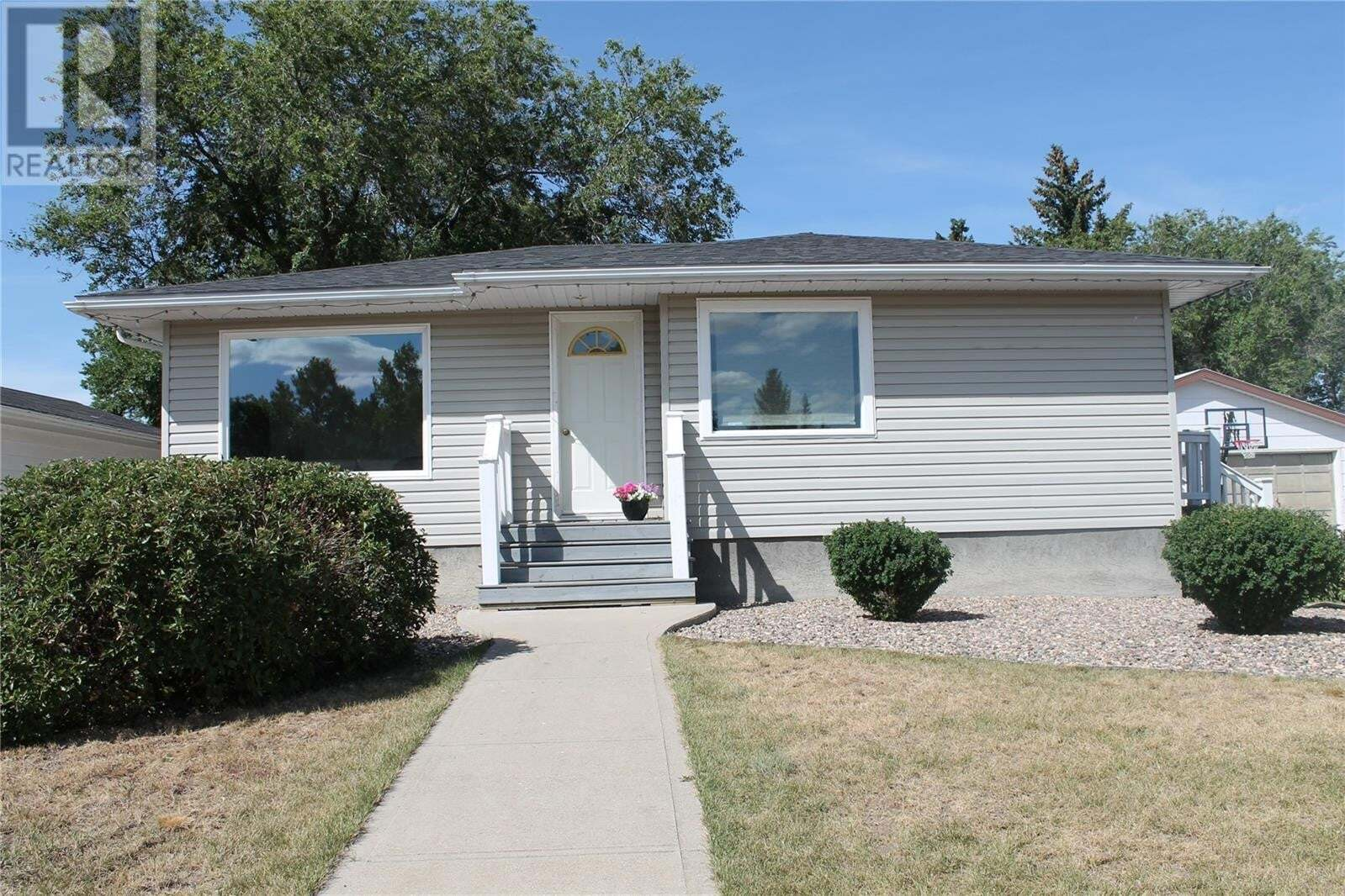 House for sale at 257 6th Ave E Gravelbourg Saskatchewan - MLS: SK826577