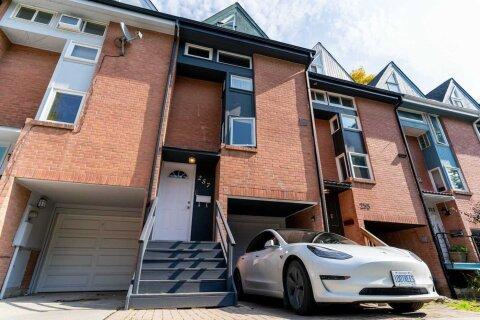 Townhouse for sale at 257 Ontario St Toronto Ontario - MLS: C4968896
