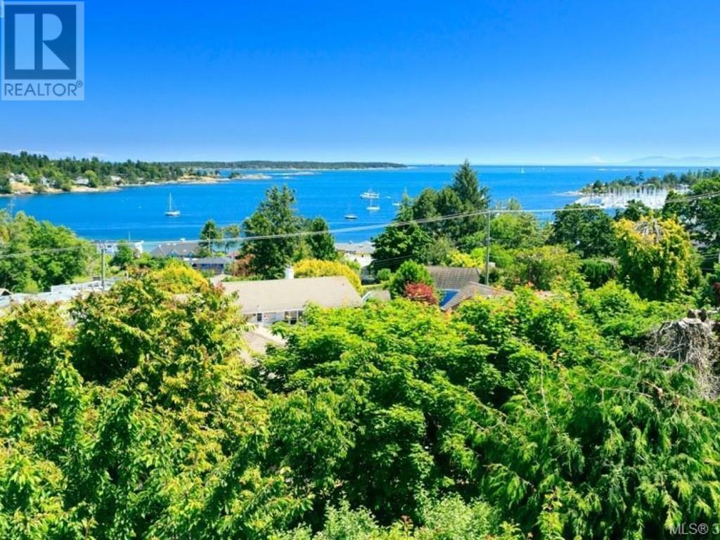 For Sale: 2576 Vista Bay Road, Victoria, BC | 5 Bed, 4 Bath House for $1,680,000. See 17 photos!