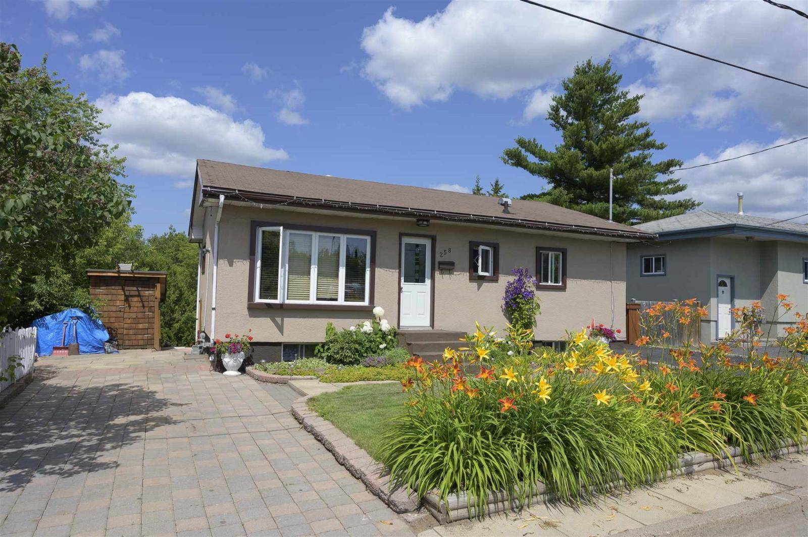House for sale at 258 Theresa St Thunder Bay Ontario - MLS: TB192616