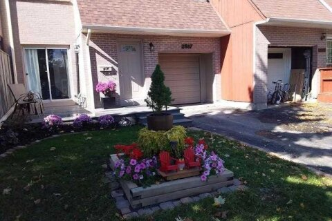 Townhouse for sale at 2587 Inlake Ct Mississauga Ontario - MLS: W4975013