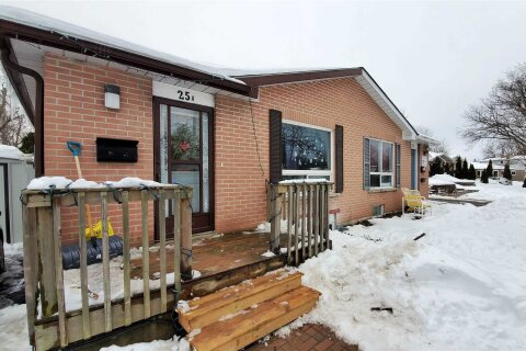 Townhouse for sale at 25 College Cres Barrie Ontario - MLS: S5085284