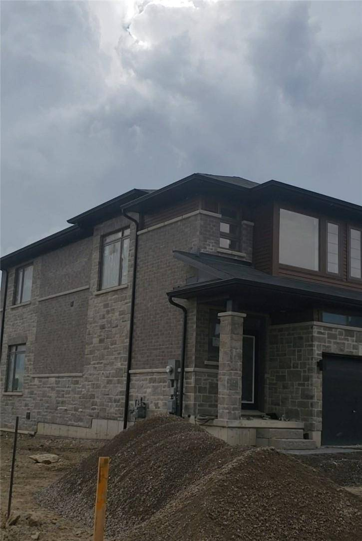 Townhouse for rent at 30 Times Square Blvd Unit 26 Stoney Creek Ontario - MLS: H4061811