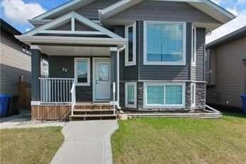 House for sale at 26 Hawkridge Blvd Penhold Alberta - MLS: CA0191016