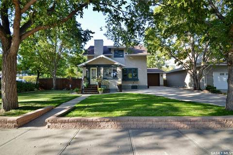 House for sale at 260 Ross St W Moose Jaw Saskatchewan - MLS: SK800615