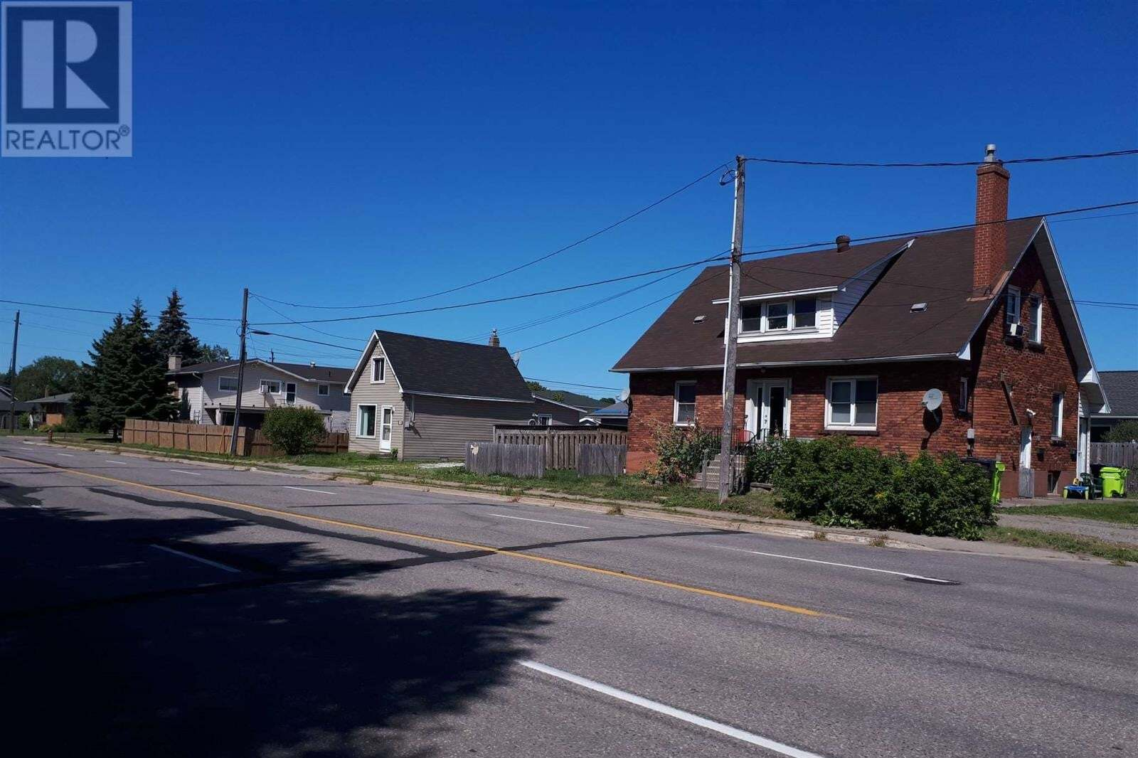 Townhouse for sale at 261 & 704 Pittsburg Street & Wallace Te Sault Ste. Marie Ontario - MLS: SM127958