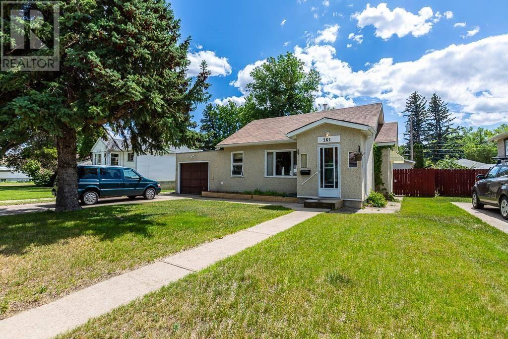 House for sale at 261 8 St Se Medicine Hat Alberta - MLS: mh0172553