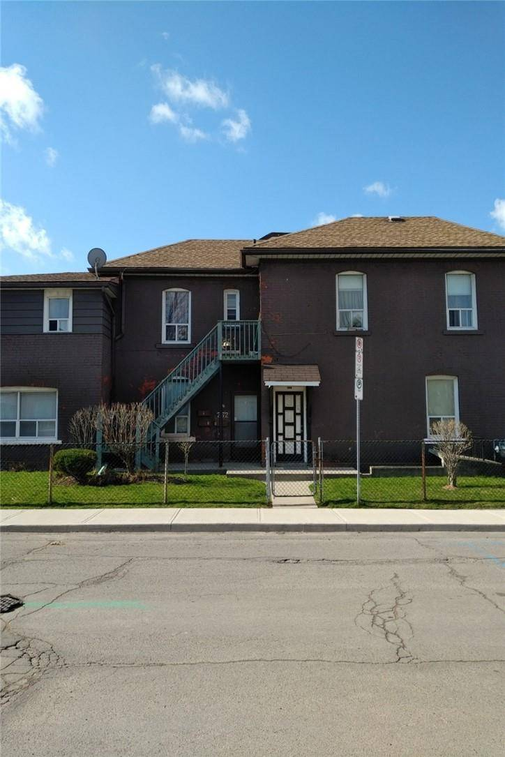 Townhouse for sale at 262 Robert St Hamilton Ontario - MLS: H4076599