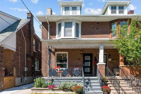 Townhouse for sale at 262 Strathmore Blvd Toronto Ontario - MLS: E4925494