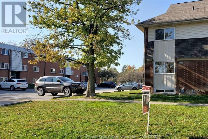 Townhouse for sale at 2679 Meadowbrook  Windsor Ontario - MLS: 20014286