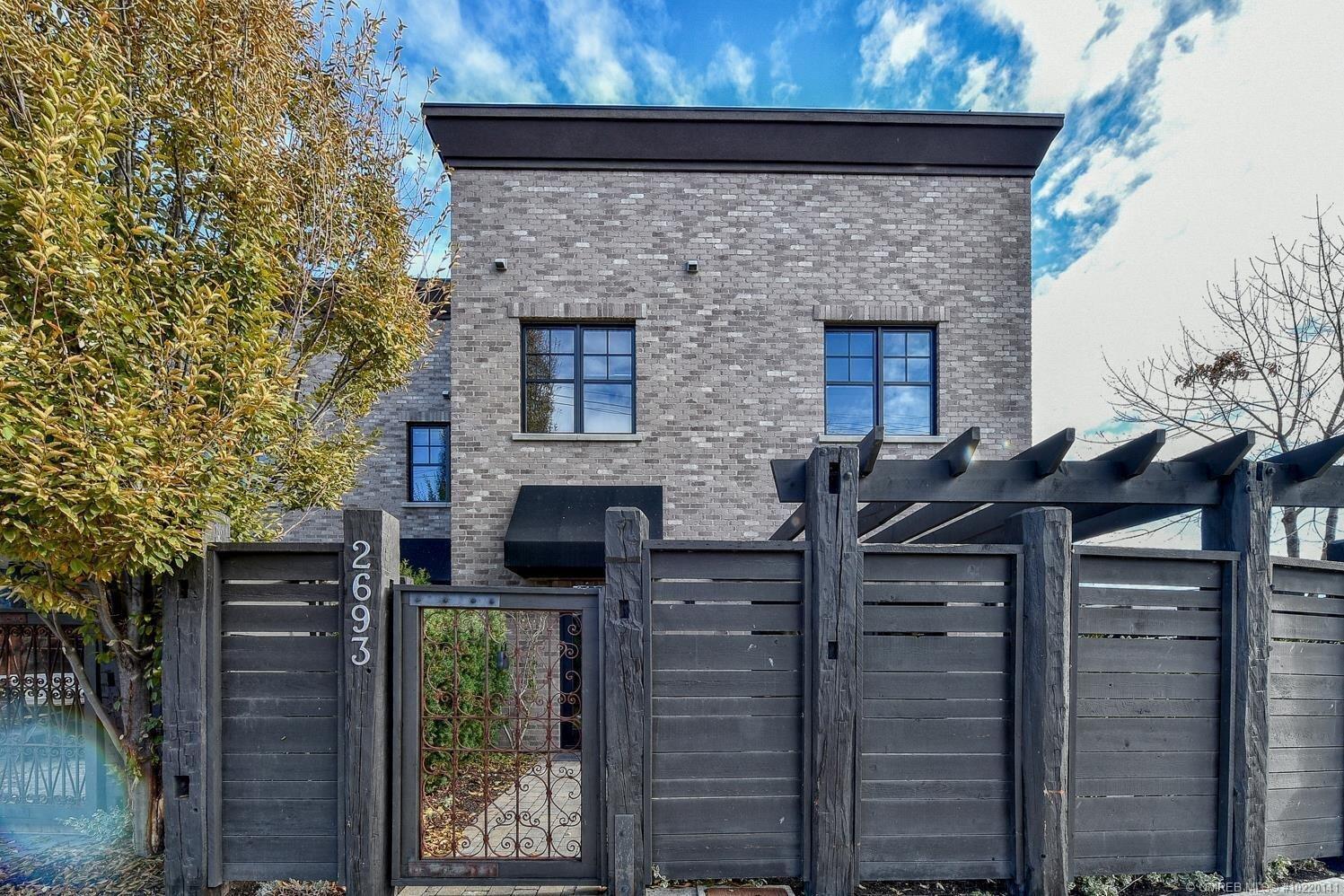 Townhouse for sale at 2693 Gore St Kelowna British Columbia - MLS: 10220141