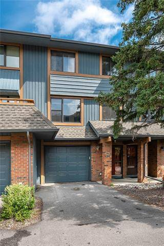 Townhouse for sale at 10030 Oakmoor Wy Southwest Unit 27 Calgary Alberta - MLS: C4257279