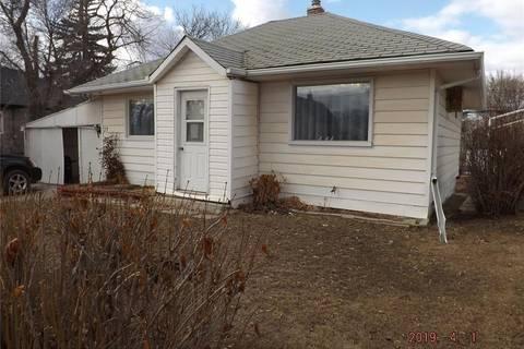 House for sale at 27 2nd Ave SE Weyburn Saskatchewan - MLS: SK804097