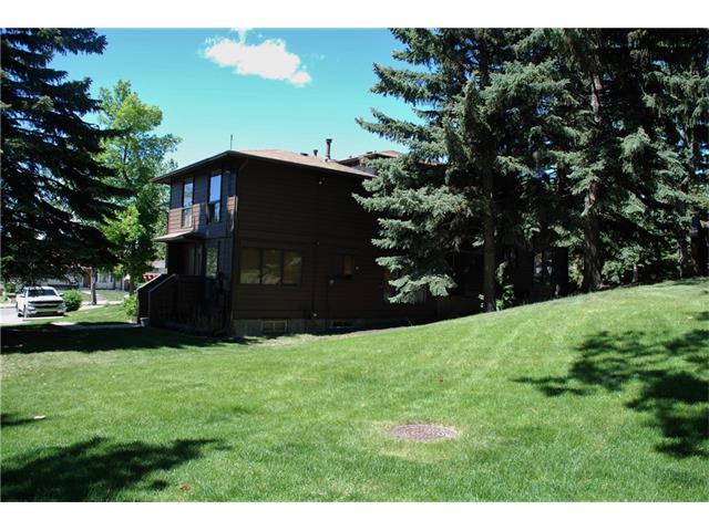 Sold: 27 - 336 Rundlehill Drive Northeast, Calgary, AB