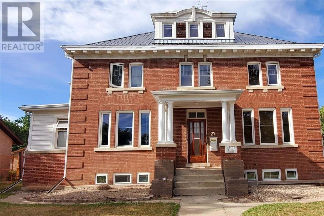 Townhouse for sale at 27 Dunlop St E Yorkton Saskatchewan - MLS: SK820919