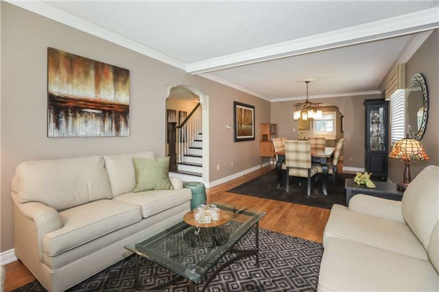 For Sale: 27 Sumner Crescent, Grimsby, ON | 3 Bed, 3 Bath House for $699,900. See 20 photos!