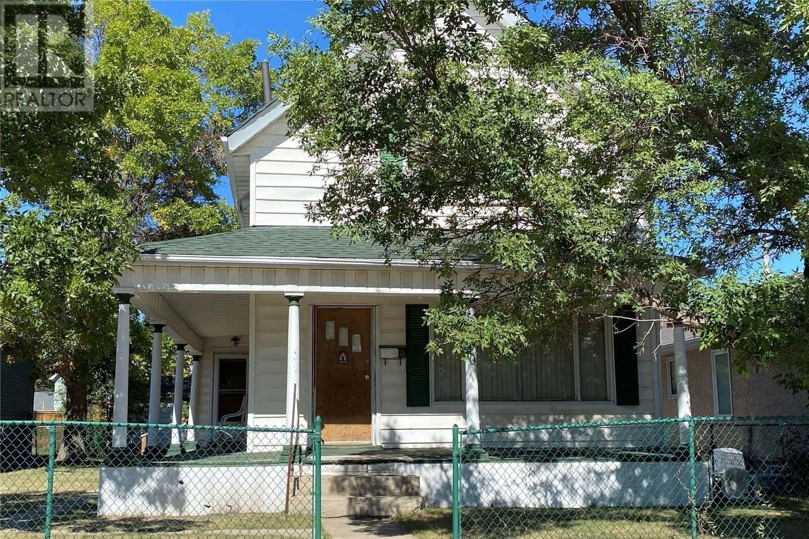 House for sale at 270 River St E Moose Jaw Saskatchewan - MLS: SK826694