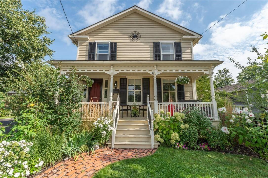 House for sale at 271 Hatt St Dundas Ontario - MLS: H4065127