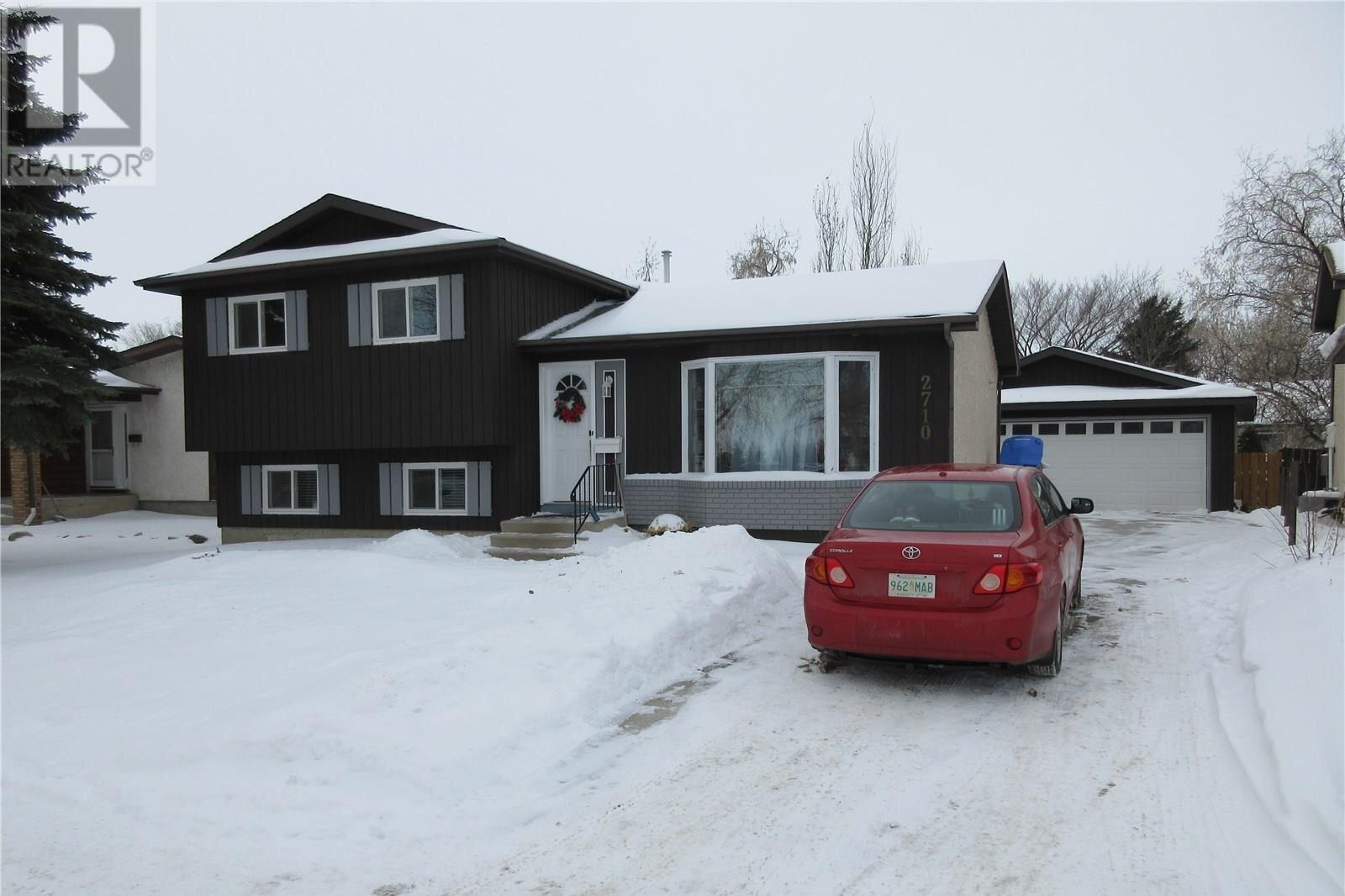 House for sale at 2710 Howell Dr E Regina Saskatchewan - MLS: SK838250