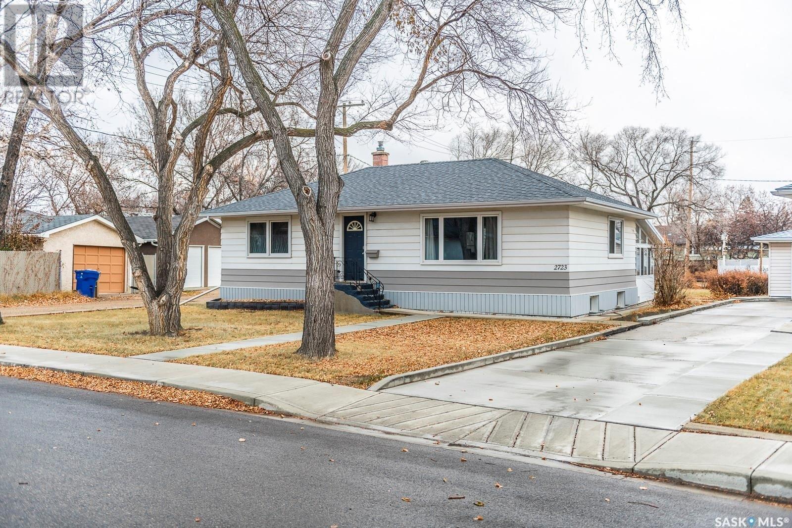 House for sale at 2723 Borden St Regina Saskatchewan - MLS: SK833231