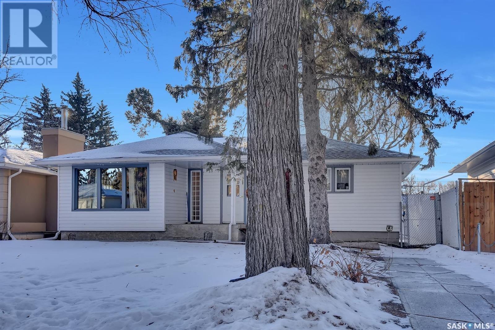 House for sale at 2725 Thornton Ave Regina Saskatchewan - MLS: SK835948
