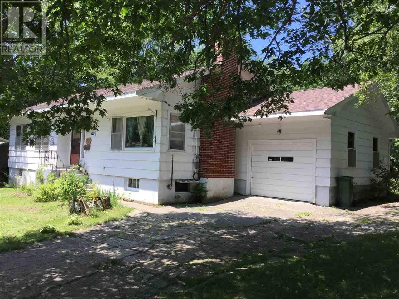 House for sale at 273 Aberdeen Rd Bridgewater Nova Scotia - MLS: 201916545