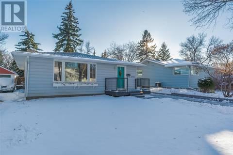 House for sale at 2733 Lakeview Ave Regina Saskatchewan - MLS: SK790495