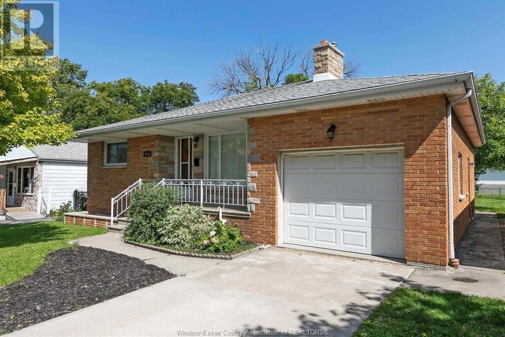 House for sale at 2734 Lloyd George Blvd Windsor Ontario - MLS: 20013000
