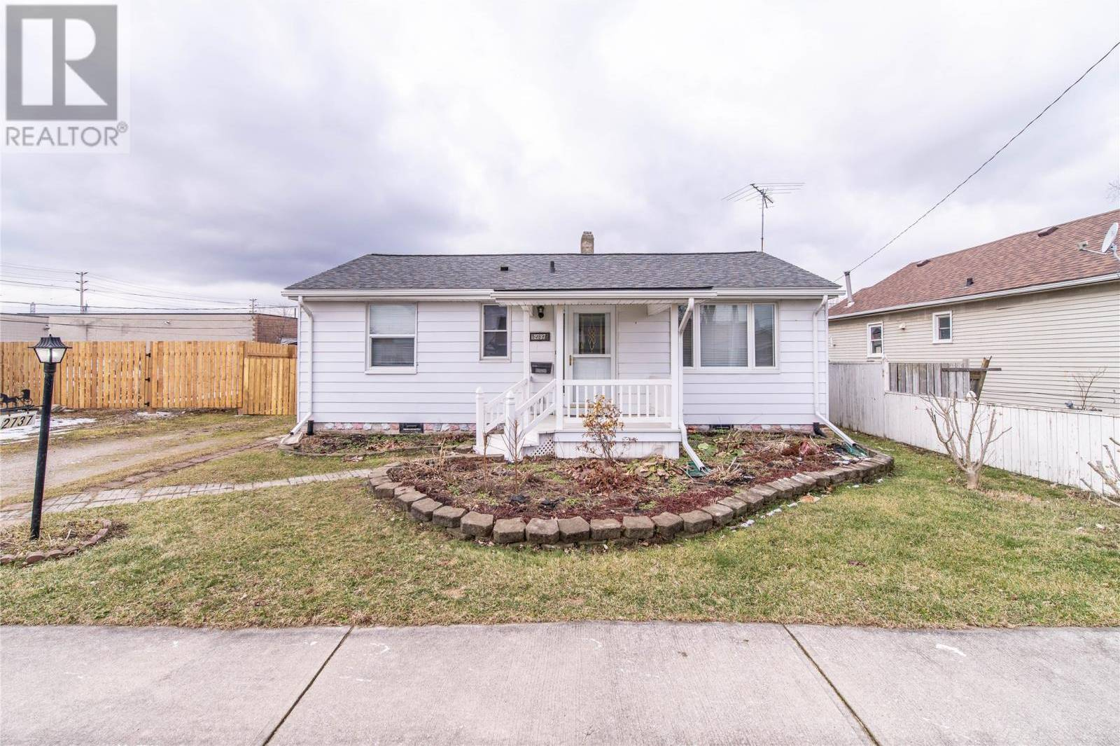 House for sale at 2737 Chandler Rd Windsor Ontario - MLS: 20002247
