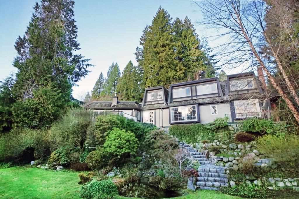 For Sale: 2743 Ottawa Avenue, West Vancouver, BC | 4 Bed, 4 Bath House for $4,288,000. See 19 photos!